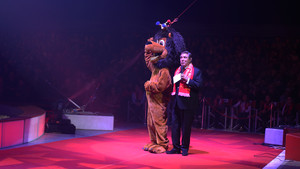 Festival International du Cirque 2017 - Jean-Pierre Foucault avec le Lion KING JOUET